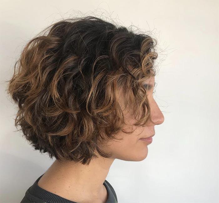 cabelo cacheado com luzes
