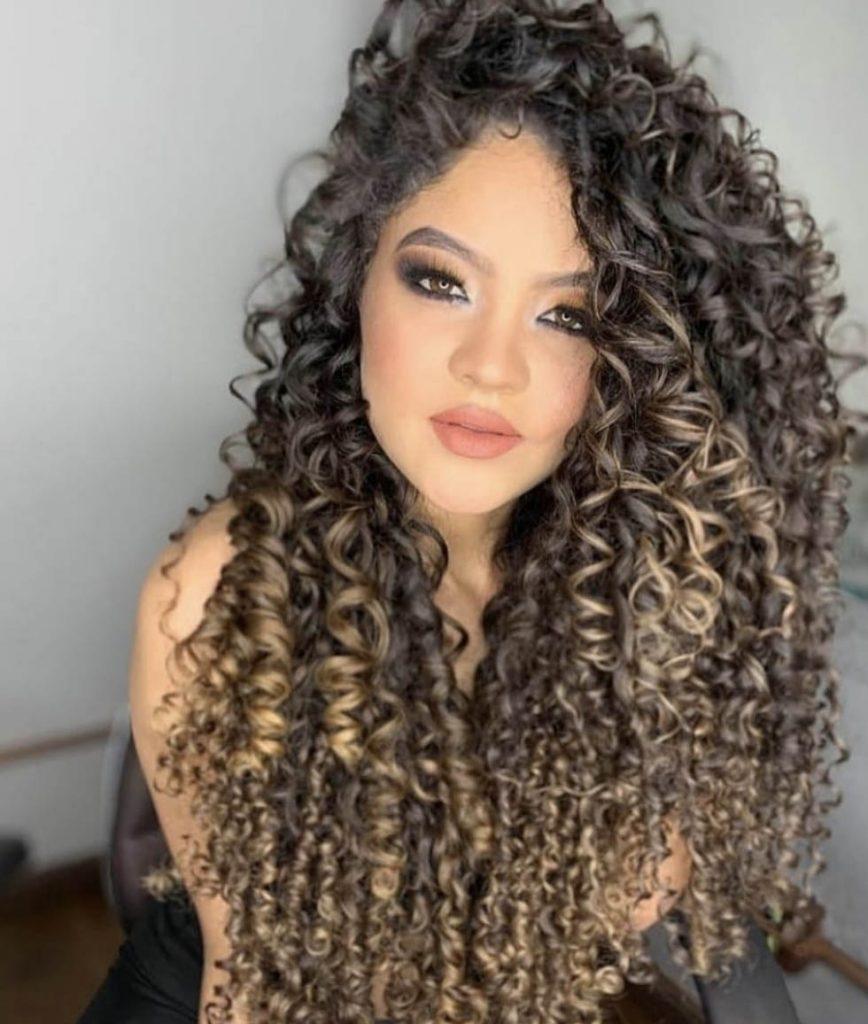 longo cabelo crespo