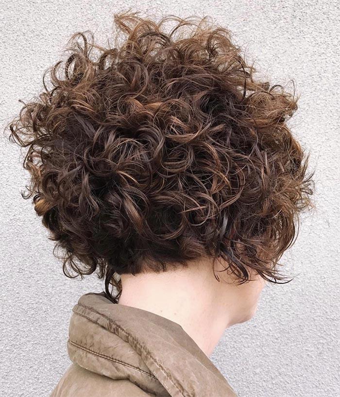 nuca batida cabelo curto cacheado