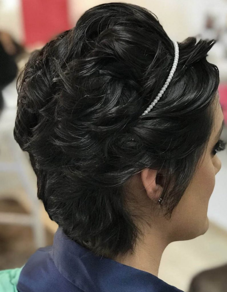 penteado cabelo curto com tiara