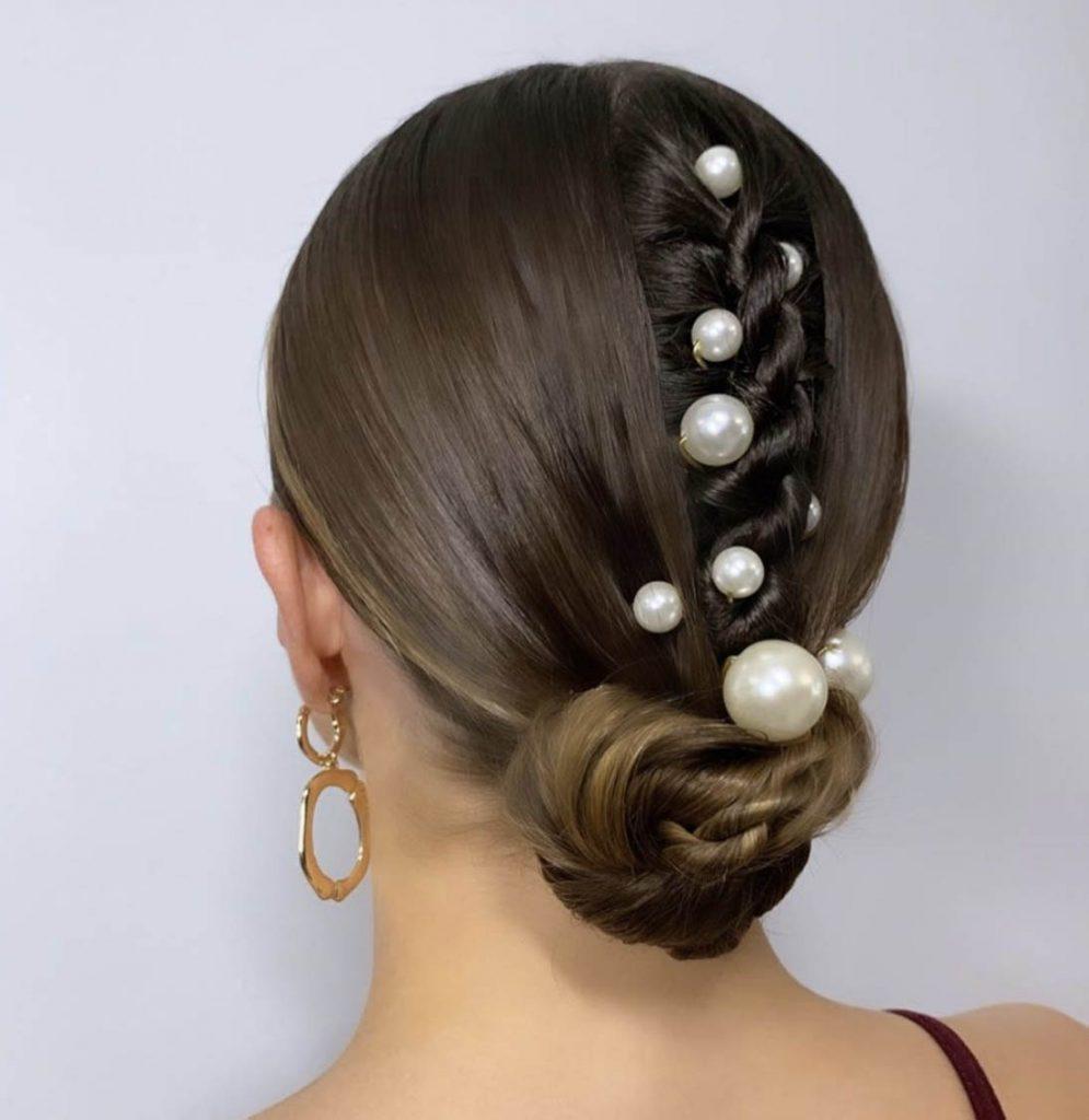 penteado cabelo curto com tranca embutida e perolas