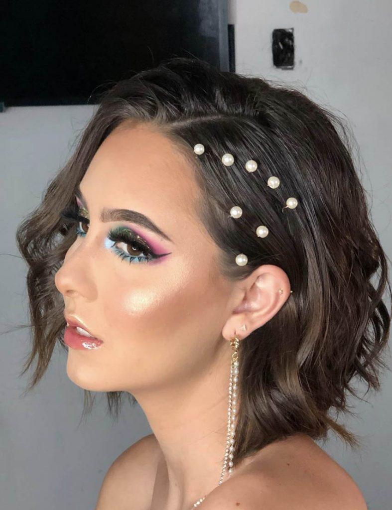 penteado cabelo curto detalhes em perolas