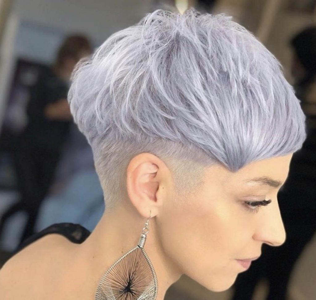 undercut cabelo azul claro