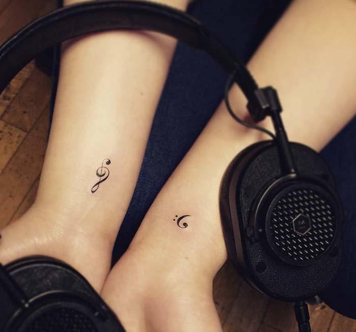 tatuagem feminina delicada no pulso