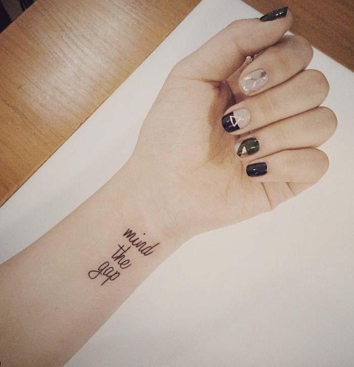tatuagem feminina no pulso