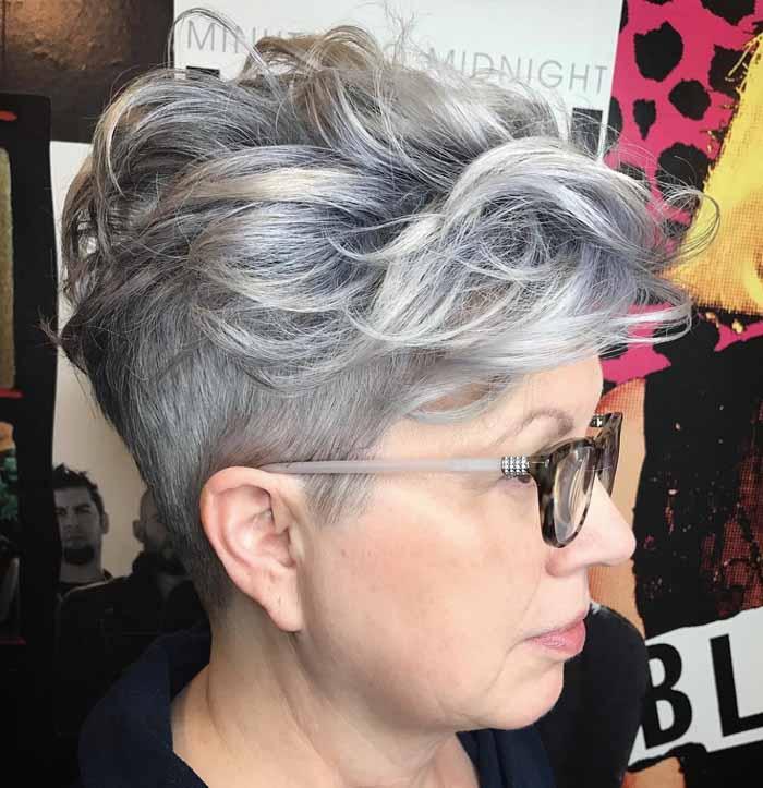 cabelo curto grisalho cacheado senhora