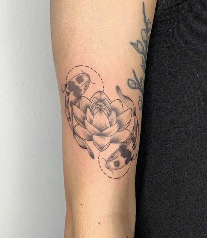 flor de lotus tatuagem no braco