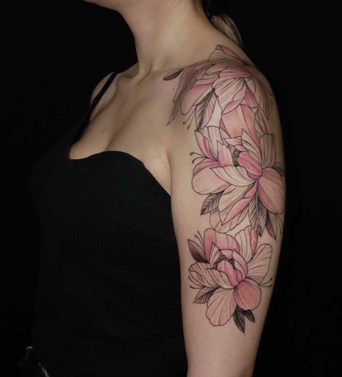 tatuagem flor de lotus colorida no braco