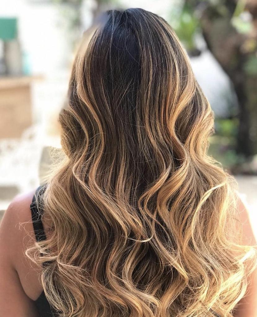 cabelo morena iluminada comprido
